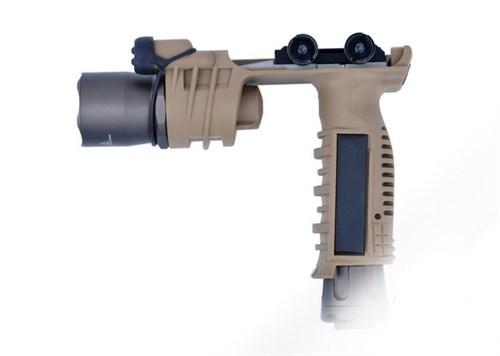 РУЧКА ПЕРЕНОСА ОГНЯ С ФОНАРЕМ ELEMENT M910A VERTICAL FOREGRIP WEAPONLIGHT EX202 BK LO